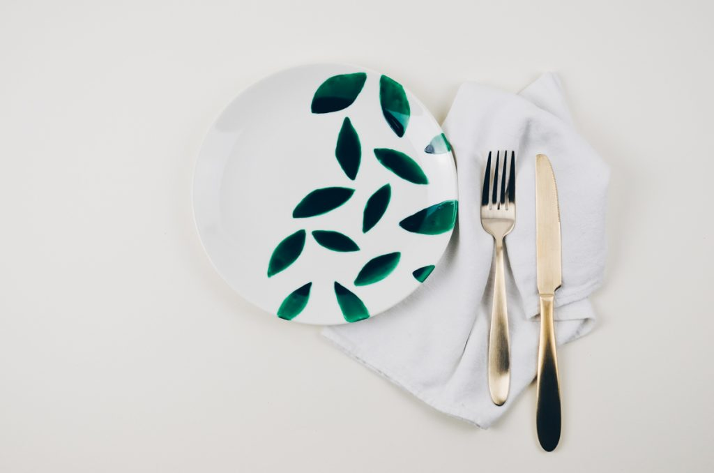 DIY Teller mit Porzellanfarbe bemalen